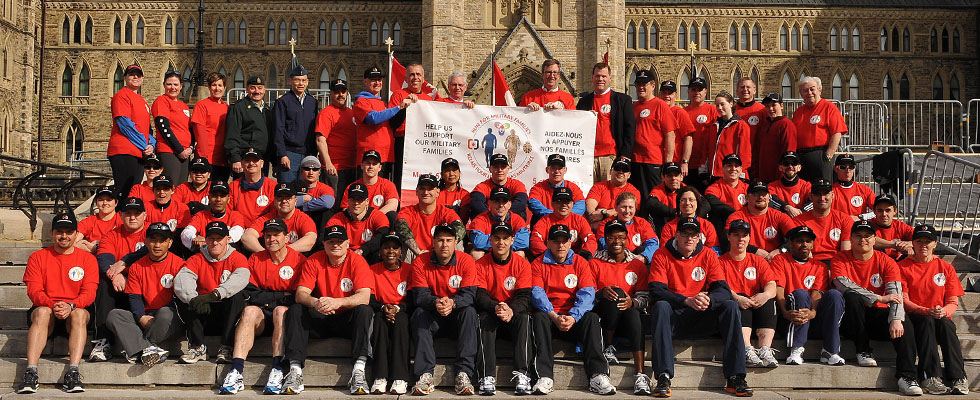 Group photo at Run For Military Families event, including C E O Paul Guindon, Ottawa Mayor Jim Watson, M P John Baird, and Max Keeping; Photo de groupe comprend Paul Guindon (Chef de direction), Jim Watson (Maire d'Ottawa), John Baird (député) et Max Keeping au Relais pour les familles militaires